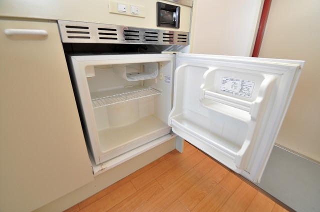 東大阪市足代北1丁目の賃貸マンション 嬉しいミニ冷蔵庫付きです。家電代1つ分浮きましたね。