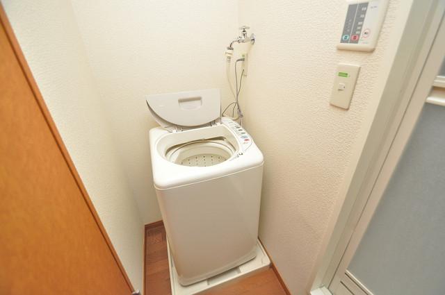 レオパレススズラン 室内に洗濯機置き場があれば雨の日でも安心ですね。