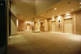 南新宿駅 徒歩5分エントランス