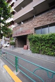 高田馬場駅 徒歩7分エントランス