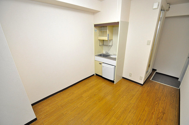 アリーヴェデルチ小阪 単身様シンプルな単身さん向きのマンションです。