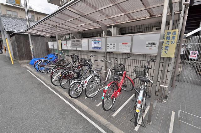 サニーハイム小若江 あなたの大事な自転車も安心してとめることができますね。