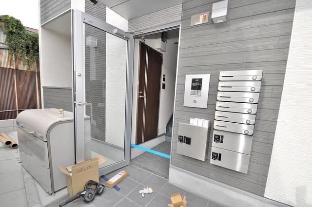 ハーモニーテラス荒川Ⅲ オシャレなエントランスは安心のオートロック完備です。