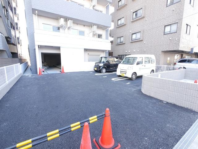 ネオブロッサム駐車場
