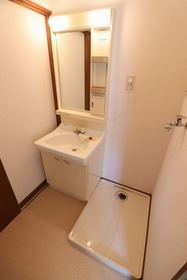 https://image.rentersnet.jp/0a510c5b-f55c-41d1-9232-d6505b46b05f_property_picture_1992_large.jpg_cap_洗面所