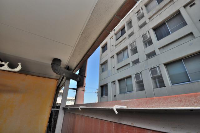 プレアール菱屋西 目の前に建物がありますがこのように日も入ってきます。
