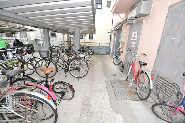エムロード中川 敷地内にある専用の駐輪場。雨の日にはうれしい屋根つきです。