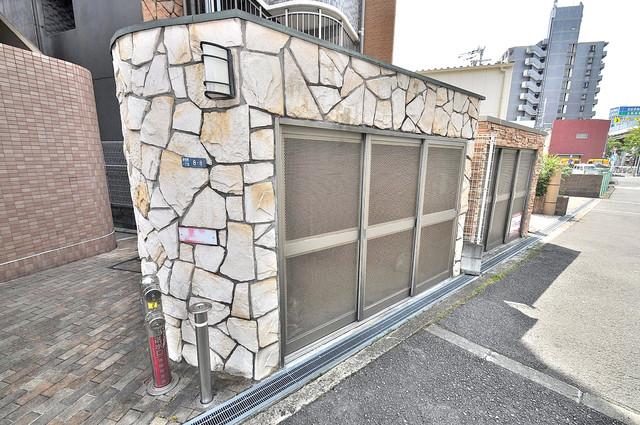 ロータリーマンション長田東 敷地内に有り、時間を気にせず出せるごみ置き場。