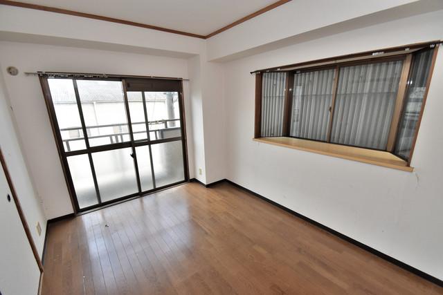 湊川マンション 窓があるので風通しが良く、快適な睡眠がとれそうですね。
