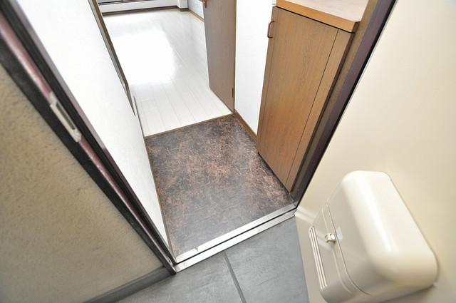 エイチ・ツーオー高井田ビル 玄関を開けると解放感のある空間がひろがりますよ。