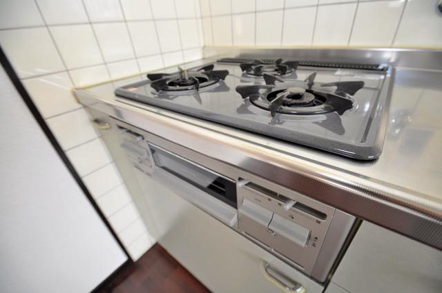 カメリア俊徳道 システムキッチンなので広々使えて、お料理もはかどります。