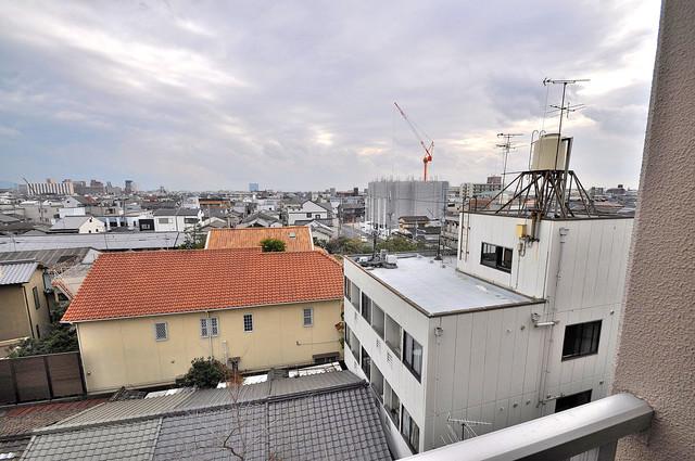 エンゼルハイツ小阪本町 この見晴らしが日当たりのイイお部屋を作ってます。