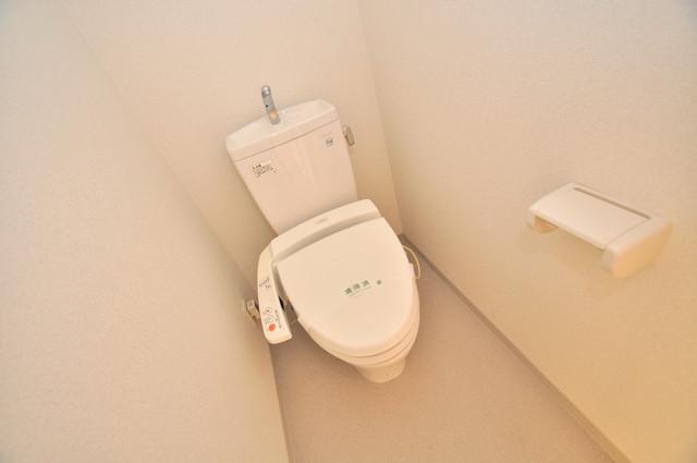 八戸ノ里HIROビル 清潔感のある綺麗なトイレにはウォシュレット標準装備です。