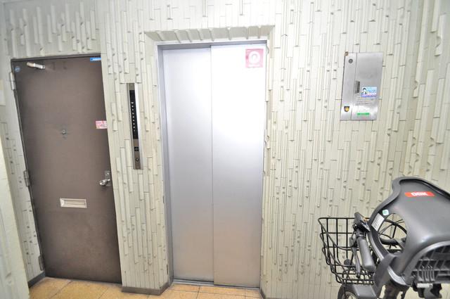 マンションSGI今里ロータリー 嬉しい事にエレベーターがあります。重い荷物を持っていても安心