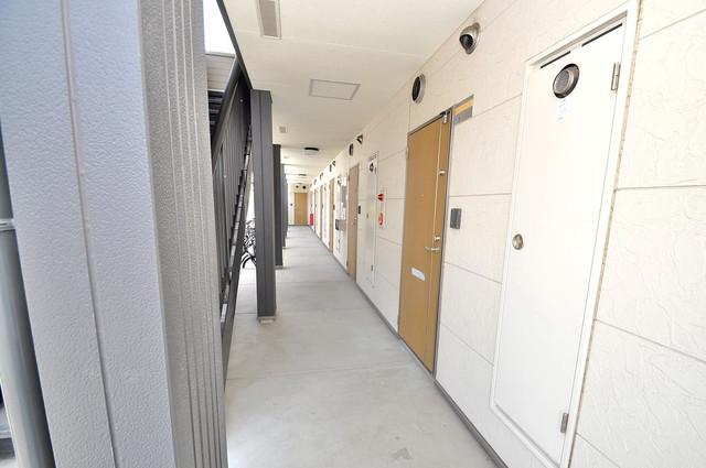 ハートハイム 玄関まで伸びる廊下がきれいに片づけられています。