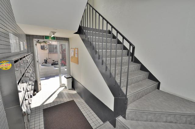 ベルハイム俊徳道 この階段を登った先にあなたの新生活が待っていますよ。