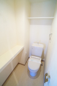 広いトイレです 暖房便座