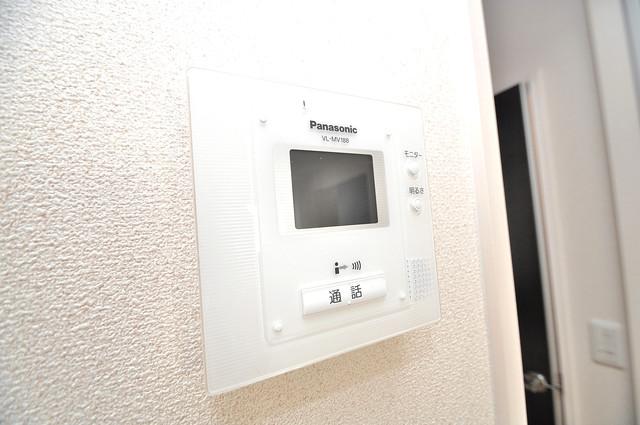 エクレール上小阪 TVモニターホンは必須ですね。扉は誰か確認してから開けて下さいね