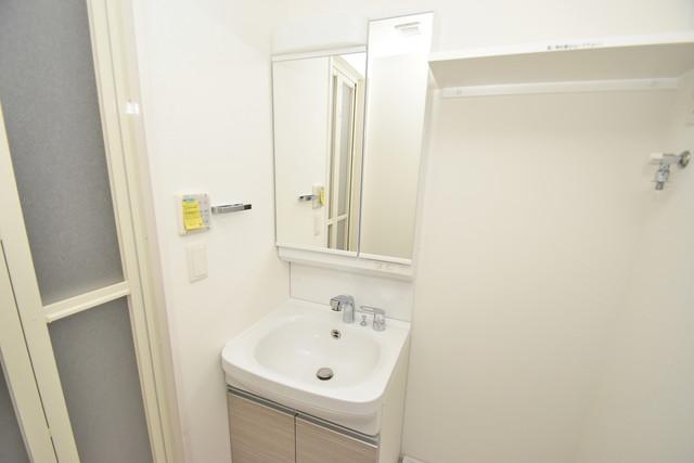 レジュールアッシュOSAKA今里駅前 独立した洗面所には洗濯機置場もあり、脱衣場も広めです。