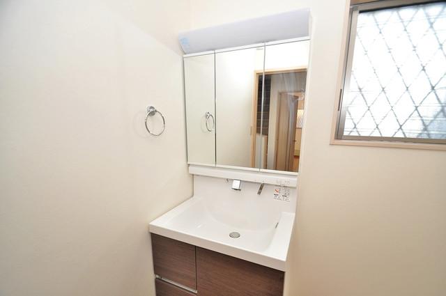 大蓮東1-22-30 貸家 独立した洗面所には洗濯機置場もあり、脱衣場も広めです。