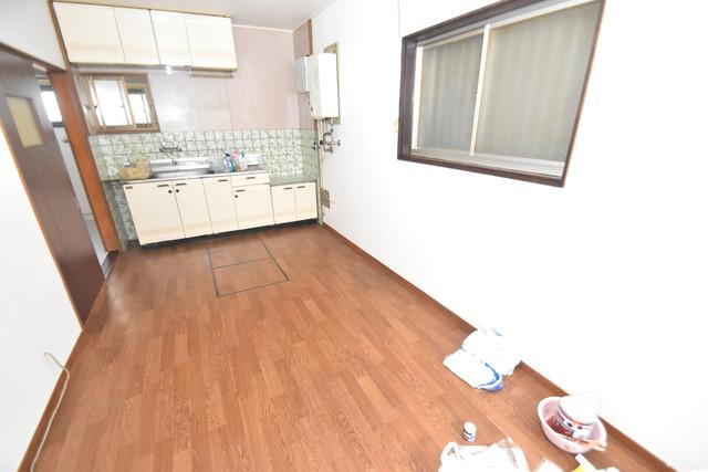 宝持3-2-16貸家 明るいお部屋はゆったりとしていて、心地よい空間です