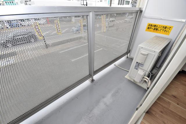 シティーコア高井田Ⅱ 心地よい風が吹くバルコニー。洗濯物もよく乾きそうです。