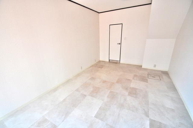 太平寺2丁目 連棟住宅 ゆったりとした玄関。ご家族が多くても心配いりませんね。