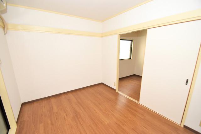エンパイヤシティ 朝には心地よい光が差し込む、このお部屋でお休みください。