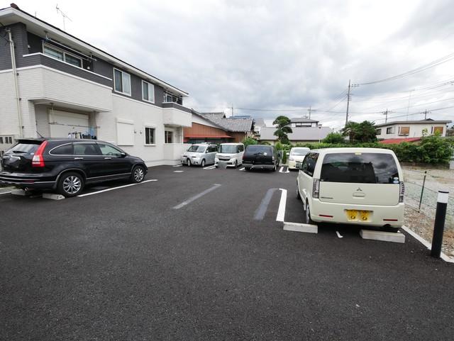 ロイヤルモアA駐車場