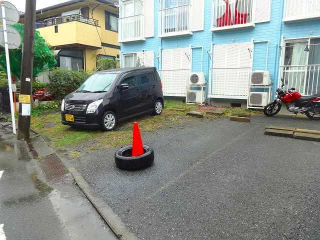 レオ新横浜C棟駐車場