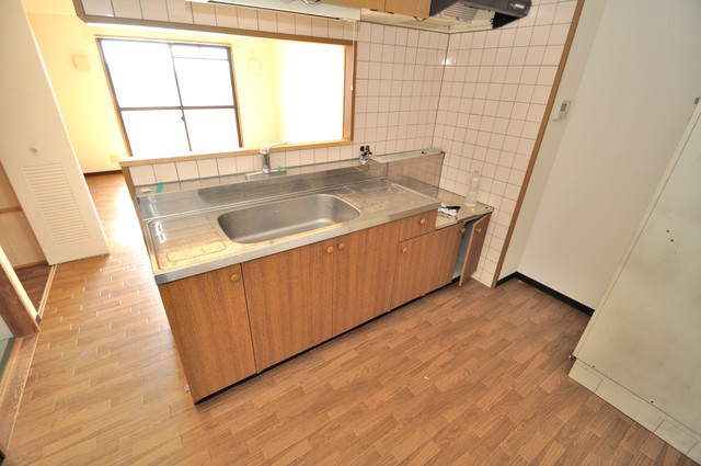 レシェンテオクノ 落ち着いた色合いのキッチン。使い勝手も良いです。