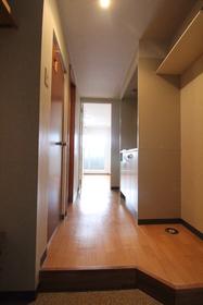 https://image.rentersnet.jp/0daa9a16-9222-4a53-b66d-042691a1524f_property_picture_958_large.jpg_cap_玄関
