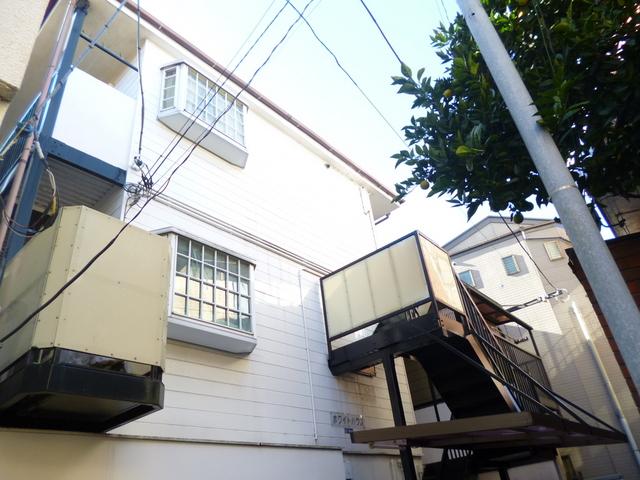 キレイなサイディングボード貼りのアパートです♪