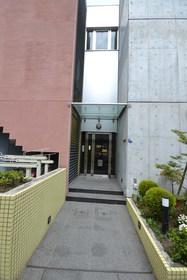 乃木坂駅 徒歩16分エントランス