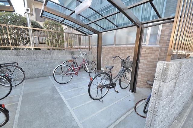 エスポワール永和 敷地内にある専用の駐輪場。雨の日にはうれしい屋根つきです。