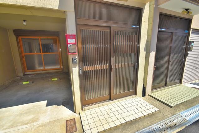 柏田東町2-37貸家 エントランス周辺はいつもキレイに片付けられています。