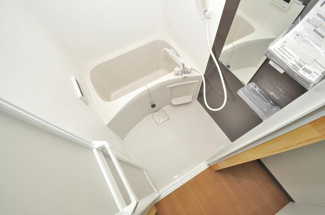 寺前町1-1-27 貸家 広めのお風呂は一日の疲れを癒してくれます。
