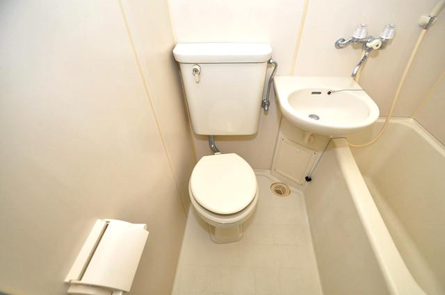 コルナス八戸ノ里 白くてピカピカのトイレですね。癒しの空間になりそう。