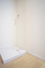 https://image.rentersnet.jp/0f31689f-ca20-4b60-85cc-1a329bcf595c_property_picture_1800_large.jpg_cap_室内洗濯機置き場