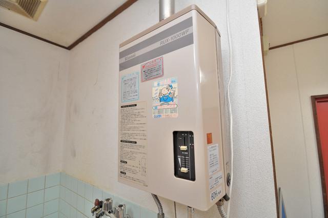 小路東ハイツⅡ ガス給湯器もしっかりついていて瞬時のお湯でも大丈夫。