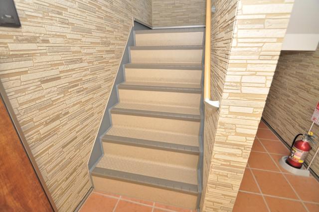 ノイヴェル布施 この階段を登った先にあなたの新生活が待っていますよ。