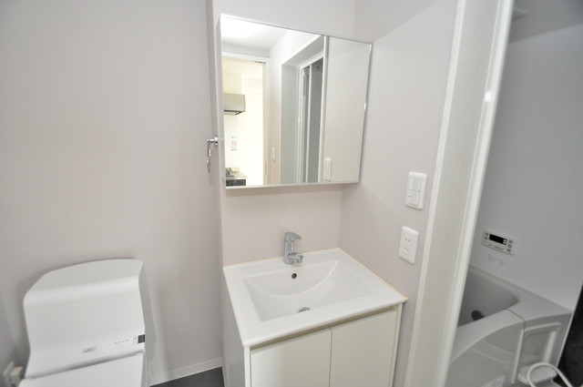 クロスレジデンス布施 独立した洗面所には洗濯機置場もあり、脱衣場も広めです。