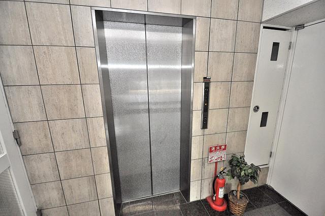 ルシード小阪 嬉しい事にエレベーターがあります。重い荷物を持っていても安心