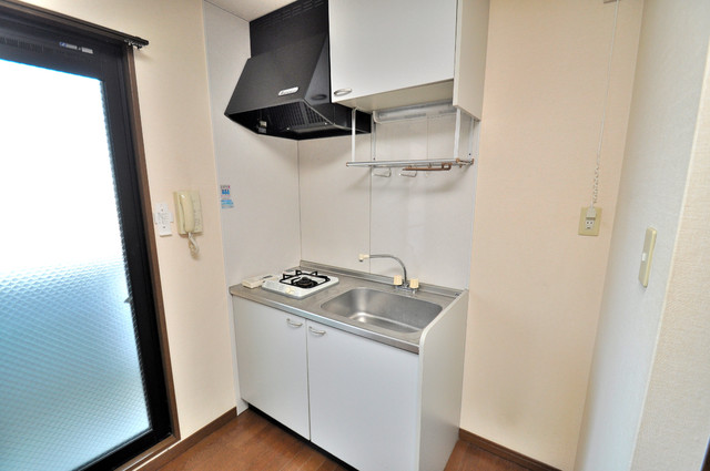 グランドール永和 単身のお部屋には珍しい豪華なシステムキッチン完備です。