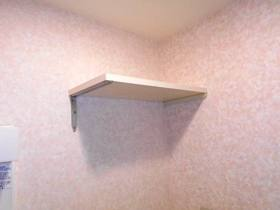 洗濯機置場上部の棚