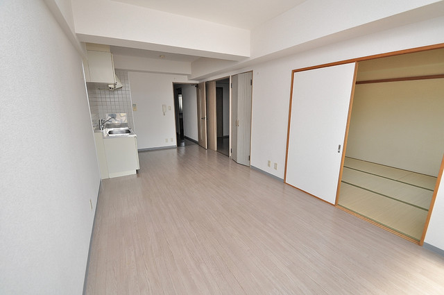 ソレアード三貴 白を基調とした内装でおしゃれで、落ち着ける空間です。