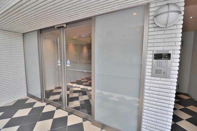 M'プラザ小阪駅前 オシャレなエントランスは安心のオートロック完備です。