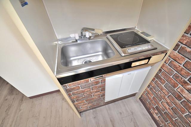 リビエール今里 シンプルなキッチンは電気コンロなので、お手入れも楽ちん。
