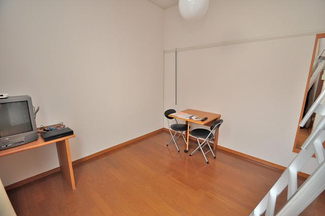 レオパレス今津 落ち着いた雰囲気のこのお部屋でゆっくりお休みください。