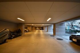グランシャルム広尾駐車場